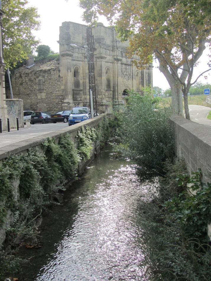Arco de Constantino y canal de Craponne