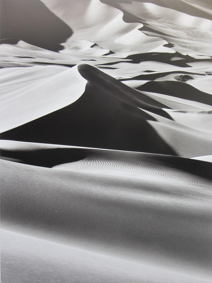 Sebastiao Salgado: Grande dunas entre Albrg y tin merzouga, en tadrat. argelia.2009.