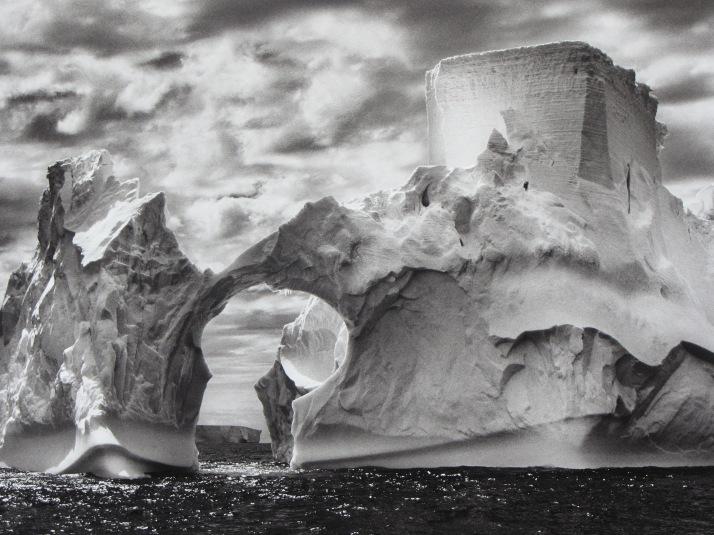 Sebastiao Salgado: Los confines del Sur. Iceberg. Península Antártica. 2005.
