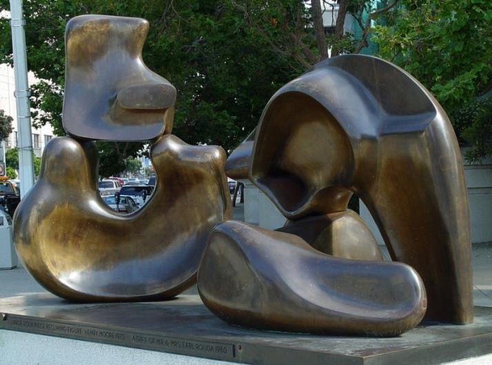 """Henry Moore: """"Figura reclinada de cuatro piezas"""" 1973"""