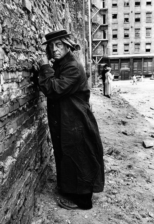"Buster Keaton , fotograma de la película ""Film"""
