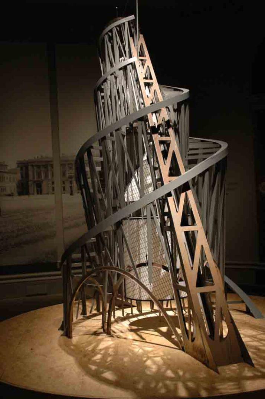 Vladimi Tatlin: Maqueta de la Torre. Real Academia de las Artes, Londres.